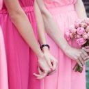 Невеста пренебрегла подругой на свадьбе из-за ее красоты и была обругана