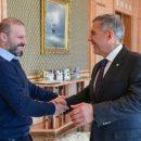 Мининиханов подарит казанской школе майку с автографом футболиста Карадениза