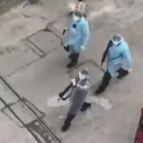 На улицы Уханя вышли вооруженные патрули в медицинских халатах