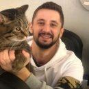 В Казань приехал толстый кот Виктор и его хозяин