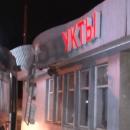 В Казани водитель автобуса снес вывеску магазина