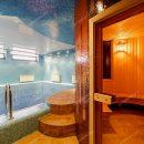 В российской пятиэтажке нашли трехуровневую квартиру с бассейном и кинозалом