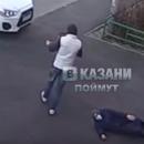 В Казани парень напал на бабушку и отобрал у пенсионерки сумку-тележку
