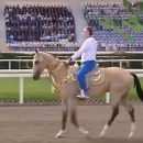 Президент Туркмении объездил дареного коня