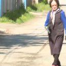 В съемки российского телеканала ворвалась бабушка с пистолетом
