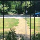 Киевляне демонтировали ограждение парка (фото)