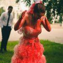 В Казани феминистки облили невесту коровью и засняли это