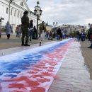 Казанцы раскрасили в честь Дня государственного флага 100-метровое полотно