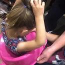 В Казани девочка пошла в туалет одна и по пояс застряла в ободке унитаза: понадобилась помощь МЧС