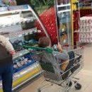 Автоинспекторы наказали мать из Казани, чей ребенок катался на тележке по автомобильной дороге