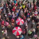 Тысячи протестующих студентов и пенсионеров заполонили центр Минска