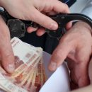 Экс-полицейский в Казани предложил «отмазать» знакомого с помощью взятки
