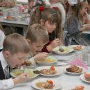 Просрочка, работники без медобследования: в школах Татарстана прокуратура нашла нарушения в столовых