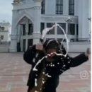 «Ни стыда, ни совести!»: казанцы осудили девушку, которая разлила алкоголь на площади у Кул-Шарифа