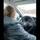 Российская таксистка высадила ехавших с похорон пассажиров посреди трассы