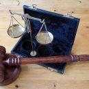 Двух сотрудников Роспотребнадзора арестовали по делу о крупной взятке