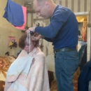 В интернет-шоу бомж из Казани заработала 50 тысяч за то, что побрилась налысо