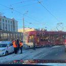 Очевидцы: в Казани на Ершова сошел с рельсов очередной трамвай