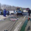 В лобовом столкновении на трассе в Татарстане погибли четыре человека