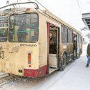 Пожилая женщина умерла в троллейбусе в утренний час пик