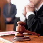 Сотрудники суда вносили грубые эротические ругательства в документы, за что и поплатились