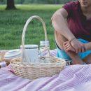 Врач дал советы по выбору одежды на пикник