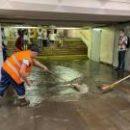 Мощный ливень затопил центральные магистрали Киева, были закрыты две станции метро