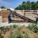 В Гидропарке демонтируют незаконно установленный забор, который закрывал проход к Днепру