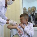 Первые российские подростки получили прививку от коронавируса