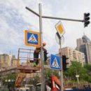 В Киеве восстанавливают дорожные знаки