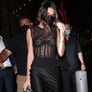 Кендалл Дженнер прошлась по улицам в полупрозрачном платье